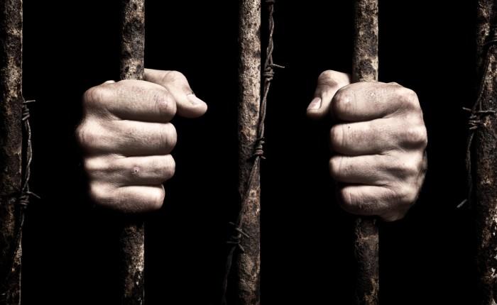 Čtení ke kávě (espresso macchiato) – Vězni nás jednodušeuvěznili